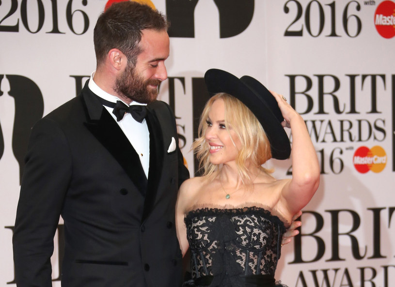 Kylie Minogue i Joshua Sasse /Joel Ryan/Invision/AP/Fotolink  /East News