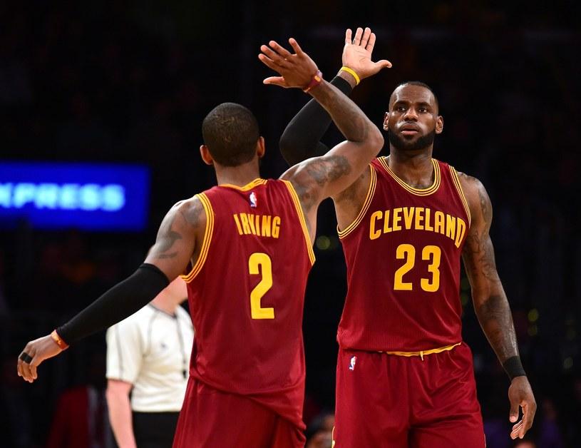 Kyrie Irving i LeBron James z Cleveland Cavaliers /AFP