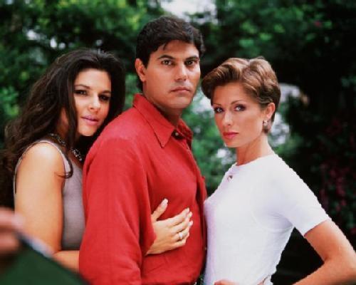 """""""Labirynt namiętności"""": Marco Lopez, pierwszy mąż Leticii, był tak zazdrosny o jej pocałunki na planie, że po zakończeniu telenoweli wystąpił o rozwód /materiały prasowe"""