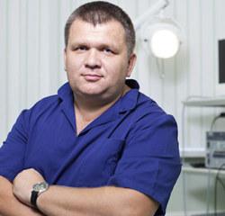 Specjalista otolaryngolog. Ordynator Oddziału Otolaryngologii Szpitala im. L. Rydygiera w Krakowie. Pacjentów przyjmuje również w krakowskim Centrum Medycznym PROMED.