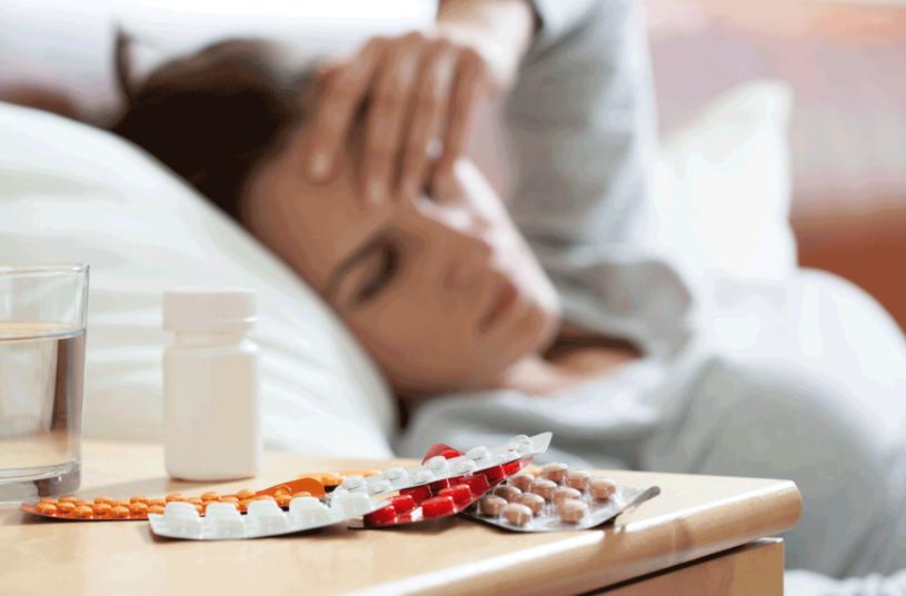 Łącząc różne leki przeciwbólowe, można przekroczyć bezpieczne dawki /123RF/PICSEL