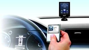 Łączenie odtwarzacza z radioodtwarzaczem przebiega tak samo jak łączenie z telefonem. /Motor