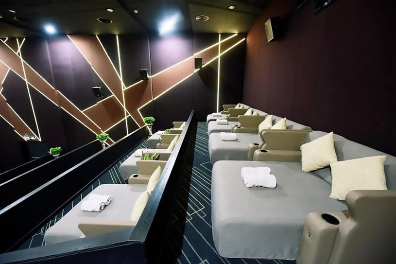 Łącznie w sali kinowej zamontowano 13 podwójnych łóżek /AsiaWire /East News