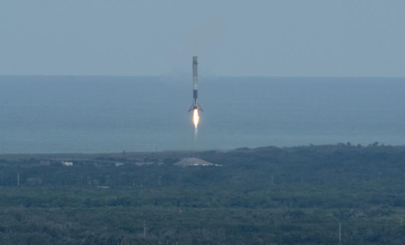 Lądowanie członu Falcona 9 /Getty Images