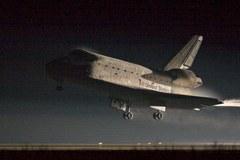 Lądowanie w ciemnościach, Atlantis wrócił na Ziemię