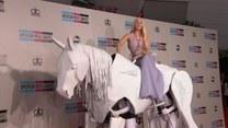 Lady Gaga na białym koniu, czyli moda na gali American Music Awards