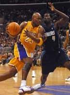 Lakers - Dallas 98:94. Mitch Richmond mija Michaela Finley`a