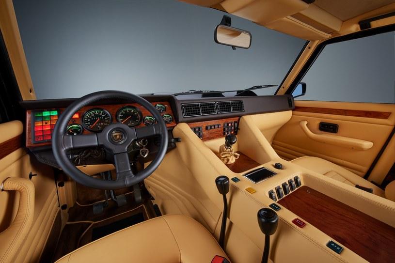 Lamborghini LM002 /