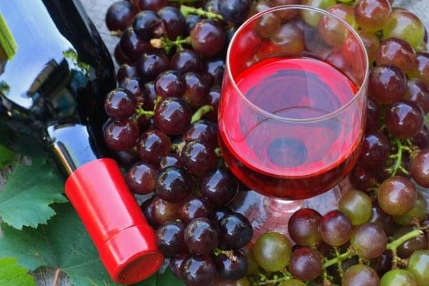 Lampka wina w umiarkowanych ilościach może zdziałać wiele dobrego /123RF/PICSEL