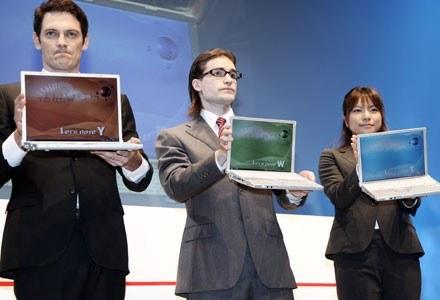 Laptopy coraz skuteczniej wypierają z rynku tradycyjne komputery stacjonarne /AFP