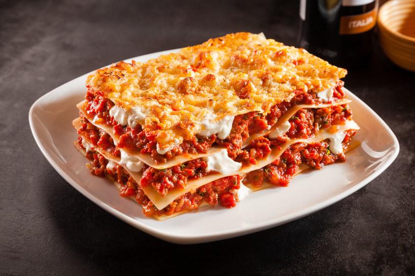 Lasagna z sosem pomidorowym /©123RF/PICSEL