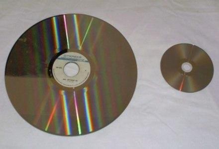 Laser Disc z lewej, DVD z prawej /HDTVmania.pl