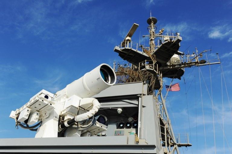 Laser LaWS na pokładzie okrętu USS Ponce /AFP