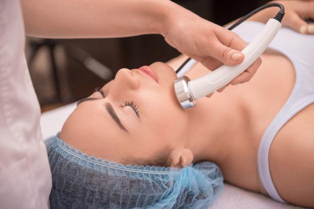 Laser wykorzystuje się w wielu zabiegach kosmetycznych /123/RF PICSEL