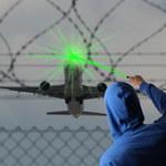 Laserowe wskaźniki nie uszkadzają wzroku pilotów