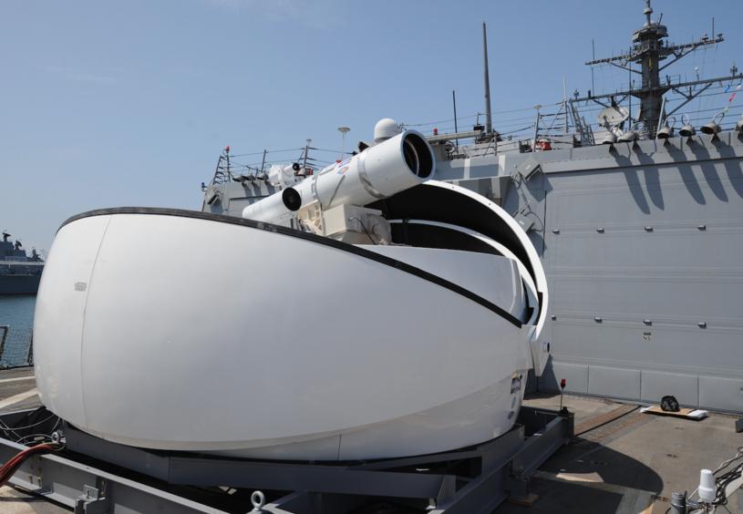 Laserowy system rażenia LaWS, testowany przez US Navy. Fot. John F. Williams/US Navy /Defence24