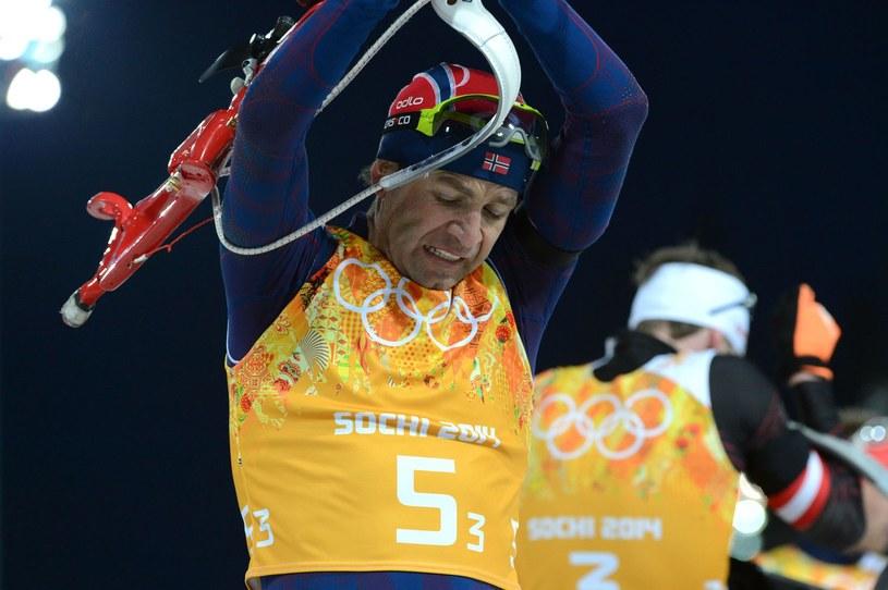 Lata lecą, a Ole Einar Bjoerndalen wciąż zachwyca /AFP