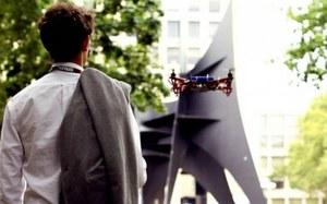 Latające drony w roli przewodników na MIT