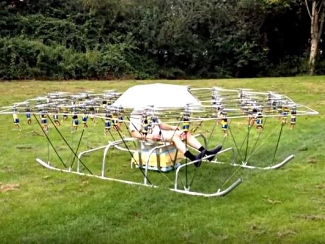 Latający superdron brytyjskiego konstruktora /YouTube