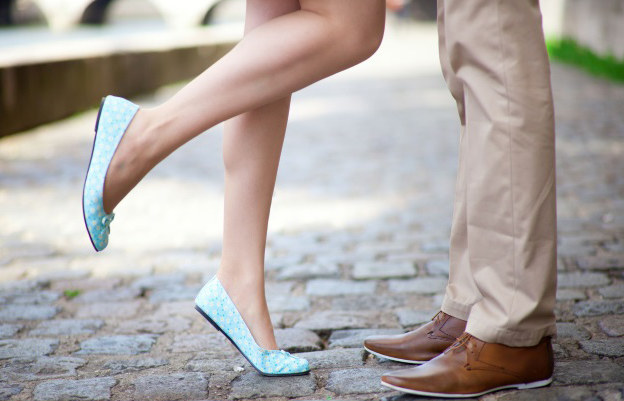 Latem chętnie odsłaniamy nogi, warto zadbać o nie już dziś! /123RF/PICSEL