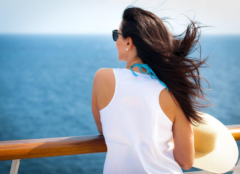Latem szczególnie mocno dbaj o włosy! /123RF/PICSEL