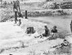 Plażowicze podczas kąpieli. Plaża Towarzystwa Uniwersytetu Robotniczego w Krakowie (zdjęcie z 1931 roku)