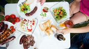 Lato w plenerze: Jak chronić jedzenie