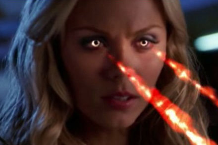 "Laura Vandervoort w ""Tajemnicach Smallville"" /"
