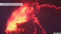 Lawa tworzy niesamowite jezioro wewnątrz wulkanu
