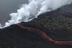 Lawa z wulkanu Kilauea niszczy kolejne domy i dociera już do oceanu