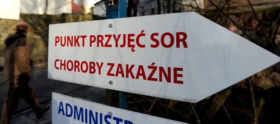 Lawinowo rośnie liczba chorujących na grypę /Marcin Bielecki /PAP