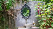 Łazienka pełna kwiatów