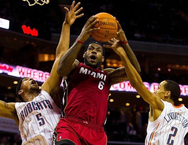 LeBron James zdobył 38 punktów w meczu z Charlotte Bobcats /AFP