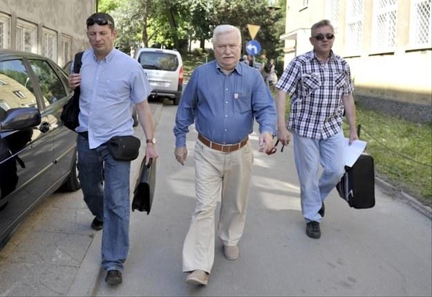 Lech Wałęsa po wyjściu ze szpitala/fot. A. Warżawa /PAP