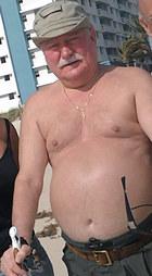 Lech Wałęsa w ogniu krytyki. Za ten strój!