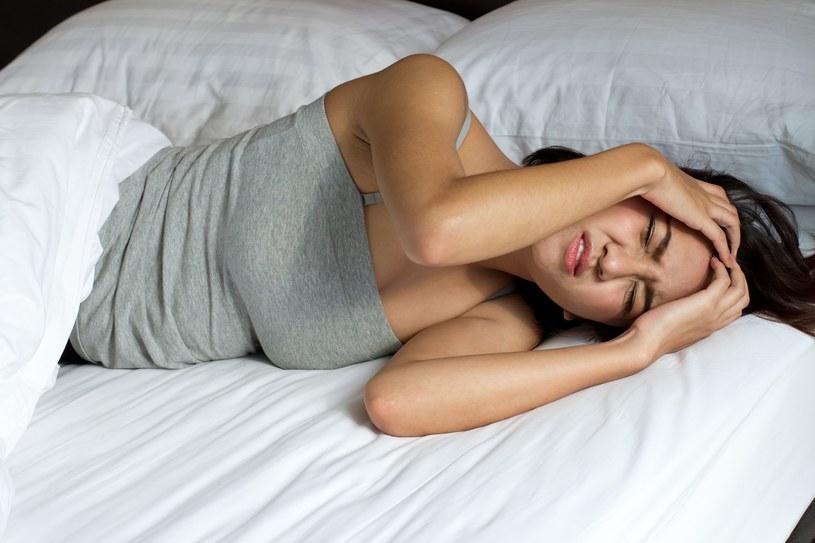 Leczenie migren rozpoczyna się od podawania typowych leków przeciwbólowych /©123RF/PICSEL