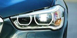 LED-owe oświetlenie przednie w BMW X1 kosztuje 5558 zł ekstra. Przy pakiecie Guidance cena spada do 1191 zł. (kliknij, żeby powiększyć) /Motor