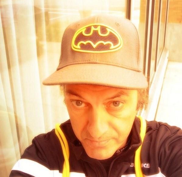 """Legere jest wielkim fanem Batmana. Kto wie, może widzi siebie jako bohatera, który walczy ze """"złymi"""" operatorami? Zdjęcie pochodzi z jego twitterowego profilu /Internet"""