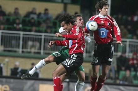 Legia (tur Roger i Astiz) walczy na ziemi w powietrzu. /Agencja Przegląd Sportowy