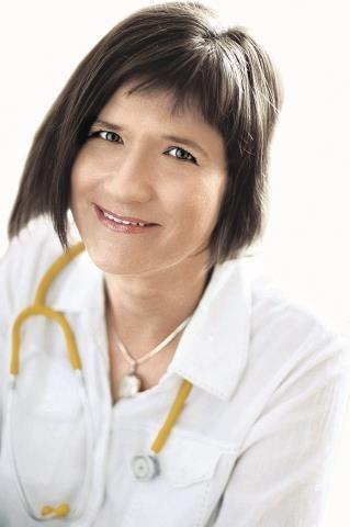 lek. med.  Barbara Gierowska- -Bogusz, pediatra neonatolog z Instytutu  Matki i Dziecka  w warszawie /mat. archiwalny