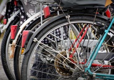 """Lekarz ostrzega przed jazdą na rowerze w korkach drogowych. """"Wdychacie całą tablicę Mendelejewa"""""""