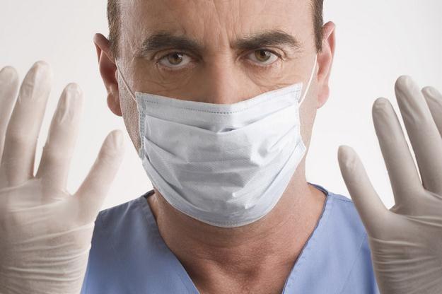 Lekarze są niemal pewni, że nowy wirus podobny do SARS może się rozprzestrzeniać między ludźmi /AFP