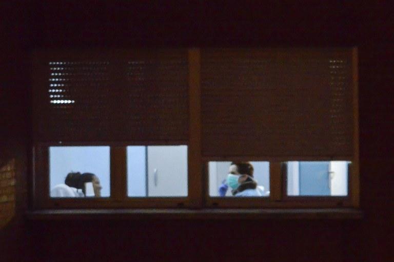 Lekarze w szpitalu Carlos III, gdzie przebywa chora na ebolę kobieta /AFP