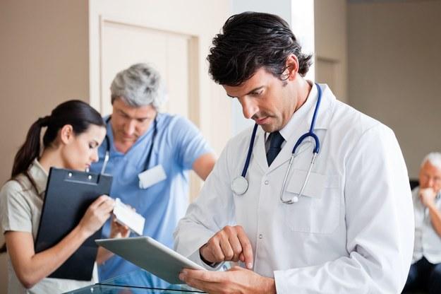 Lekarze z Radomia zgodzą się na niższe pensje albo odejdą z pracy /123RF/PICSEL