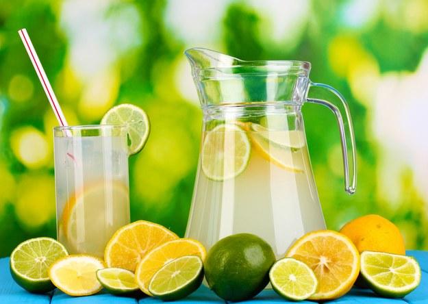 Lemoniada cytrynowo-limonkowa /123/RF PICSEL