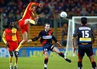Lens - Rennes 2:0. Jacek Bąk (z lewej), obok Olivier Sorlin