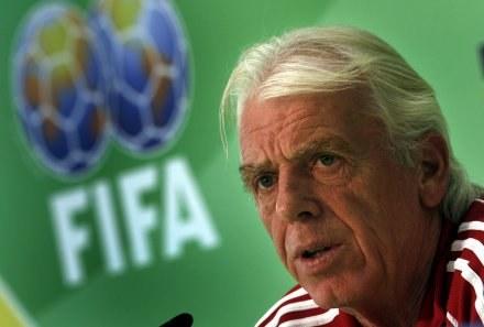 Leo Beenhakker będzie zmuszony poszukać nowego rywala? /AFP