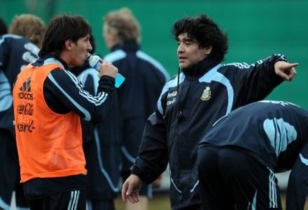 Leo Messi (z lewej) i trener reprezentacji Argentyny Diego Maradona. /AFP