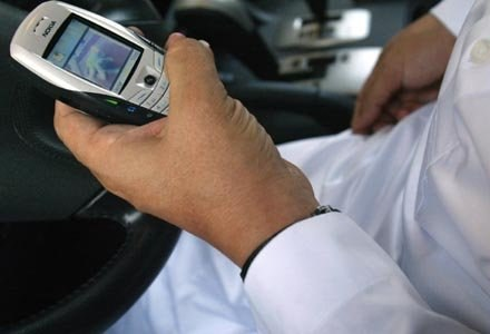 Lepiej uważać na telefony z podejrzanymi ofertami /AFP
