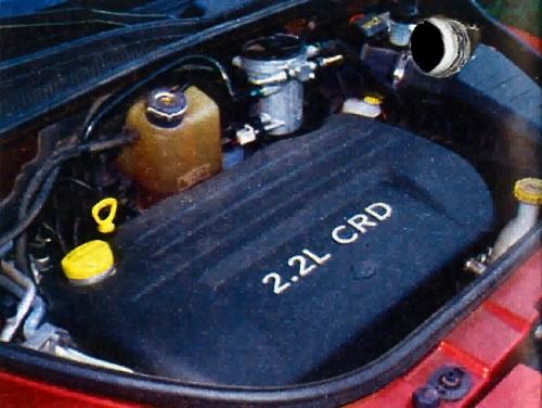 Lepiej wyglądałby silnik V6 lub V8, ale diesel nie ma się czego wstydzić. /Motor